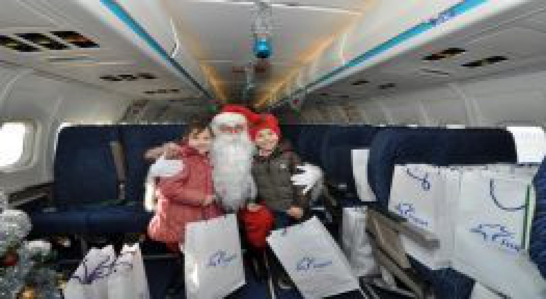 THE CONCESSIONAIR OF THE AIRPORTS IN VARNA AND BURGAS MADE HAPPY 600 CHILDREN , BY ASSURING THEM PERSONAL MEETENG WITH SANTA CLAUS